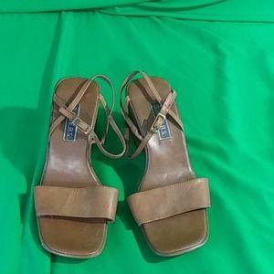 Bakers sz 7 brown strappy platform sandals